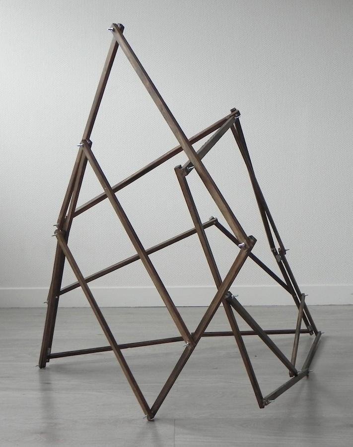 Jérôme Grivel Modèle à conversation, 2019 Bois, charnières. Dimensions variables