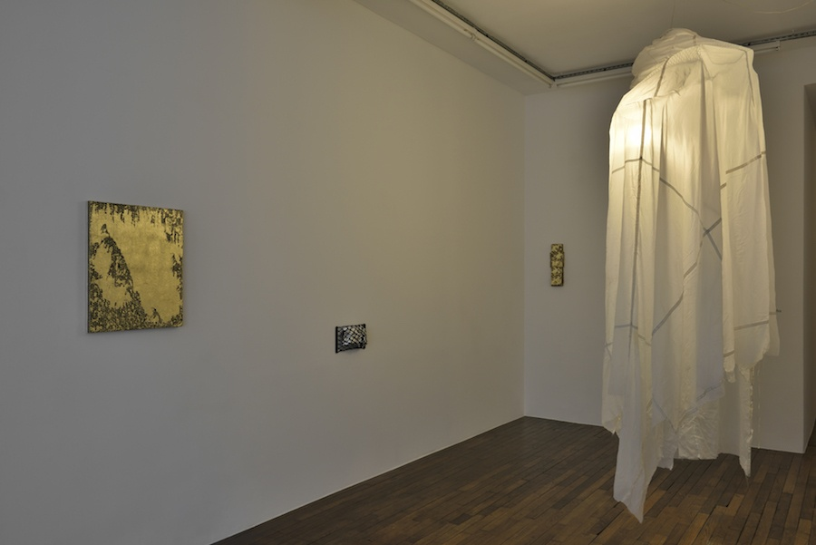 Vue de l'exposition How de  Sergio Verastegui à la Galerie Thomas Bernard Cortex Athletico, Paris. Photo Rebecca Fanuele
