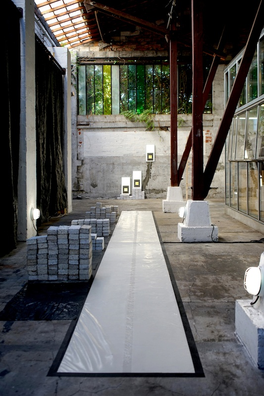 Le Laboratoire du geste et Le Show Room, vue de l'exposition Les Glacières, 2019. crédit Charlie Chine