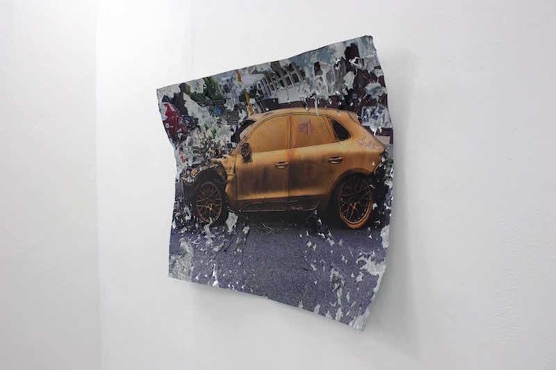 Benoit Travers, Ebrèchement pORsche,  2019, photographie, acier galvanisé, 120 x 80 x 13 cm