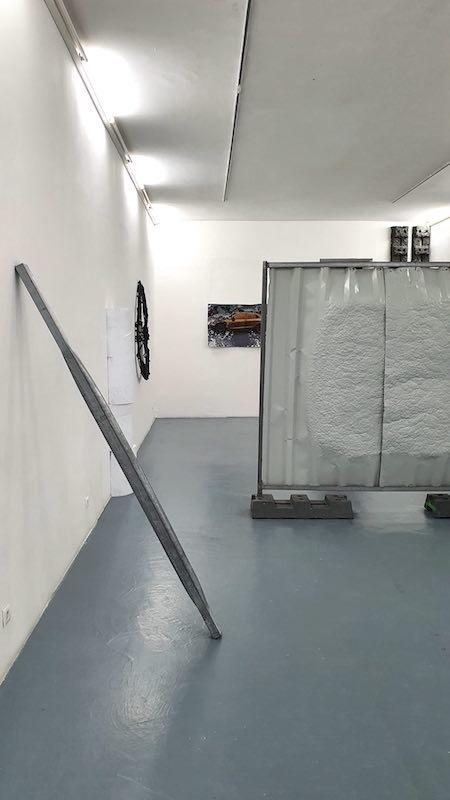 Benoit Travers, Ebrèchement poteau de signalisation, 2018, acier galvanisé, 200 x 10 x 05 cm