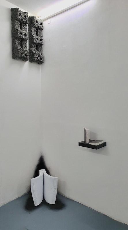 Benoit Travers. Vue de l'exposition Ébrèchement De la certitude