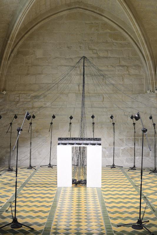Cécile Babiole, Bzzz! Le son de l'électricité, 2012.                  Crédit photo Catherine Brossais