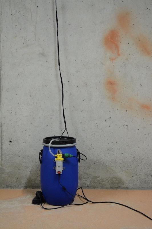 Guilhem Roubichou, Les Tas, blocs d'enrobé, résistances, fers à souder, système d'irrigation