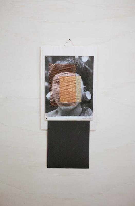 Ícaro Lira, Sans titre | 2019 bois, page tirée de Paris Match (1945), filet, feuille dorée, papier de verre, clous 70 x 30 cm. Courtesy et photo Salle Principale