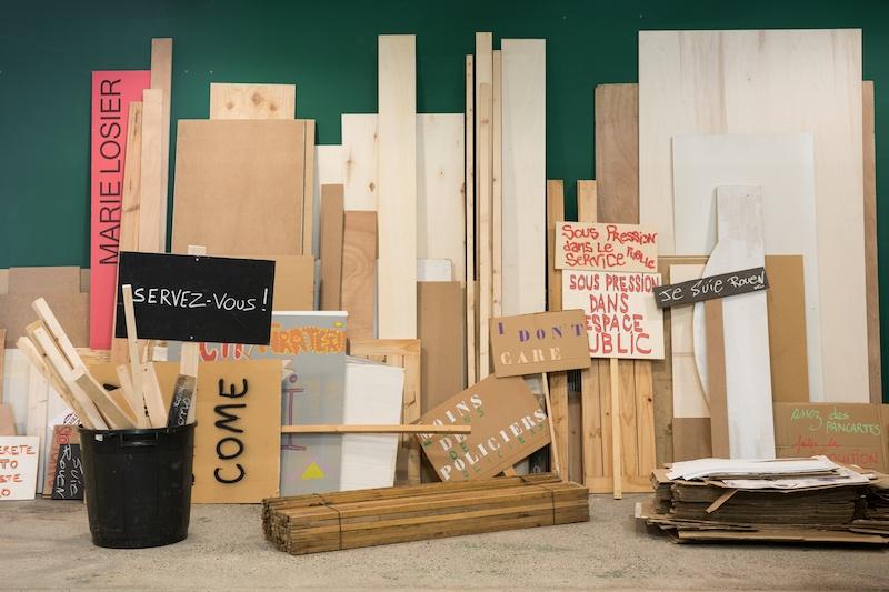 Dominique Mathieu, « Riposte », 2019. Vue de l'atelier du manifestant au BBB centre d'art. Production : BBB centre d'art, Toulouse.