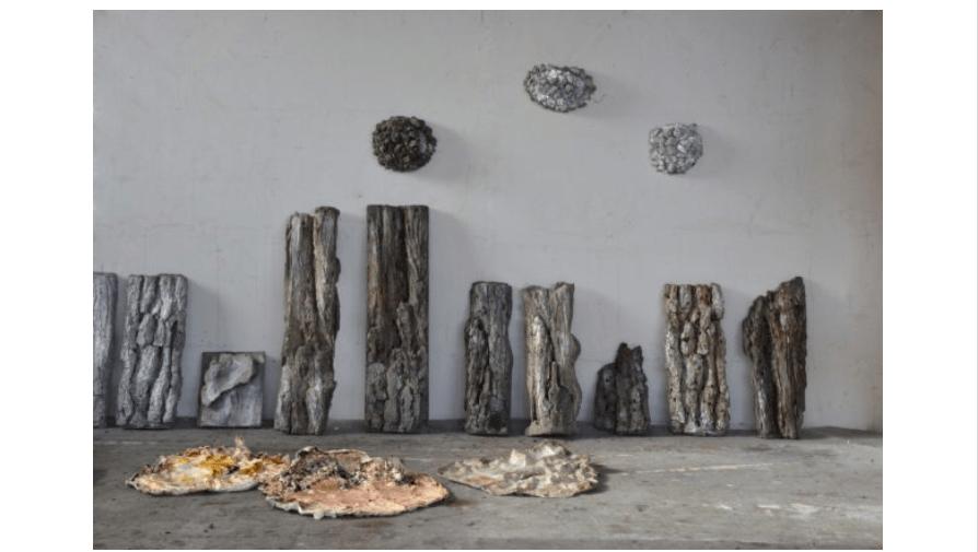 Knysna - Derrière l'Horizon, Installation sculptures en ciment et silicon, 20×24 cm et 20×48 cm, 2019 (© B.Schroeder)
