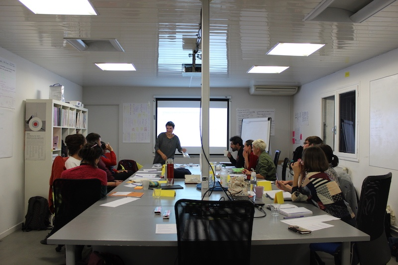 Matthieu Saladin, Organiser son temps professionnel (module de formation nocturne), 2019. Production : BBB centre d'art, Toulouse. Vue lors de l'exposition «Temps partiels II. Flextime » au BBB centre d'art, 2019. pendant le déroulement de la formation « Organiser son temps professionnel ».