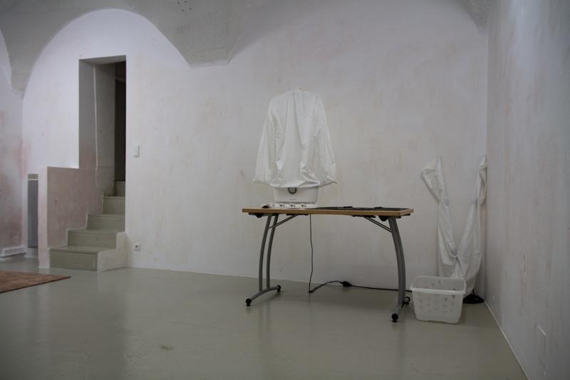 Amélie Sounalet, Ordentlich, Vue de l'exposition collective 9 HACKS : Outils potentiels sur une proposition de Lola Fontanié et Jade Lièvre, In Extenso, Clermont-Ferrand