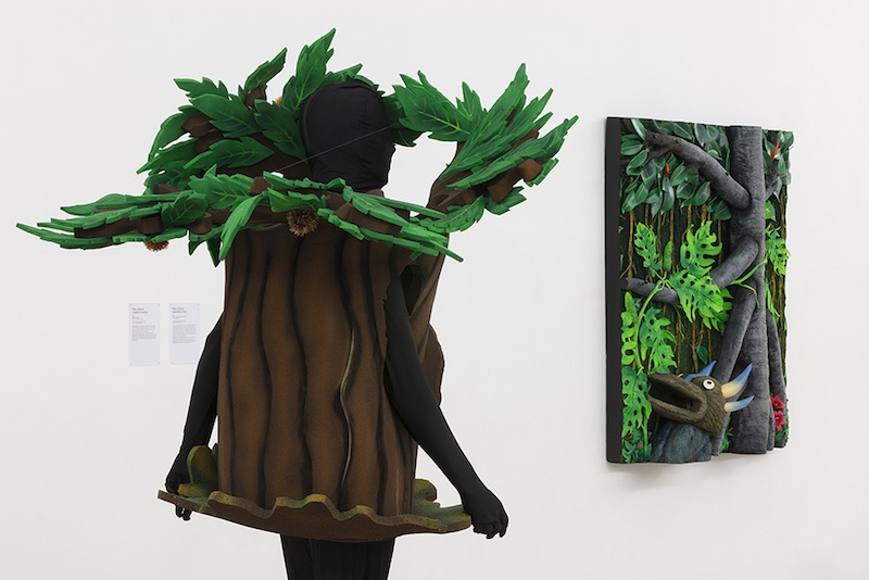 L'albero di Marisa et Maschera e ficus, Piero Gilardi, Vue de l'exposition Pendant que les champs brûlent, Maison des Arts Georges et Claude Pompidou, 2020. Photo © Yohann Gozard.