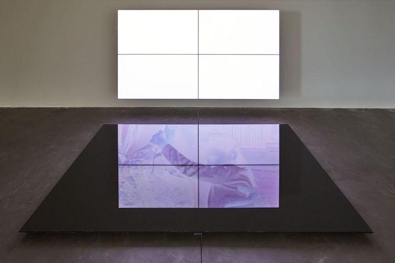 Emmanuel Van der Auwera, Videosculpture XIV (Shudder) - Vue de l'exposition SIGNAL - espace(s) réciproque(s) Friche la Belle de Mai, Marseille Photo Jean-Christophe Lett