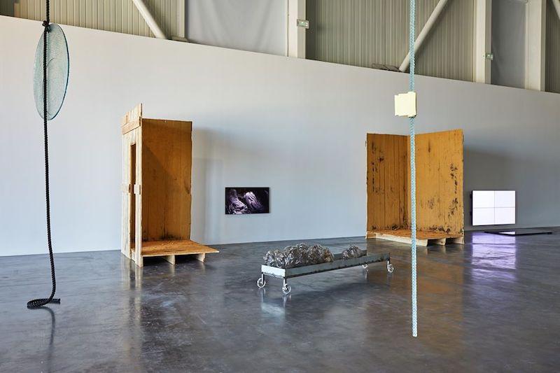 Vue de l'exposition SIGNAL - espace(s) réciproque(s) Friche la Belle de Mai, Marseille Photo Jean-Christophe Lett