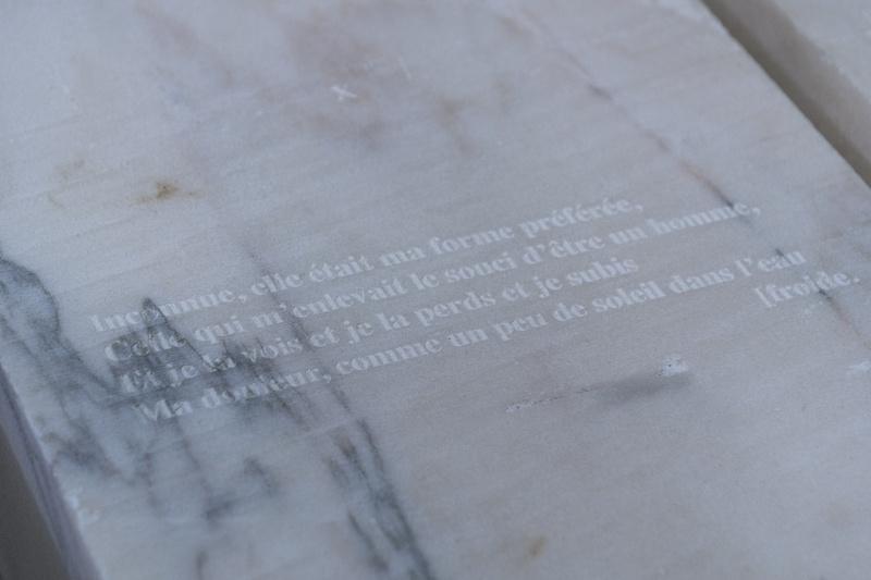 Léo Fourdrinier, Delta Marble Record (detail), 2020, Marbre, verre, acier – 140 x 80 x 74 cm