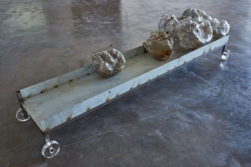 Moutaincutters, Objets Incomplets - Vue de l'exposition SIGNAL - espace(s) réciproque(s) Friche la Belle de Mai, Marseille Photo Jean-Christophe Lett