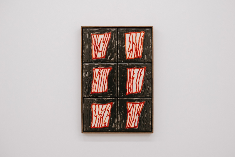 """Porte #2"", Stevie Dix, ceramic, enamel and wooden frame, 33x49cm, 2020 © Stevie Dix & GALERIE CHLOE SALGADO"