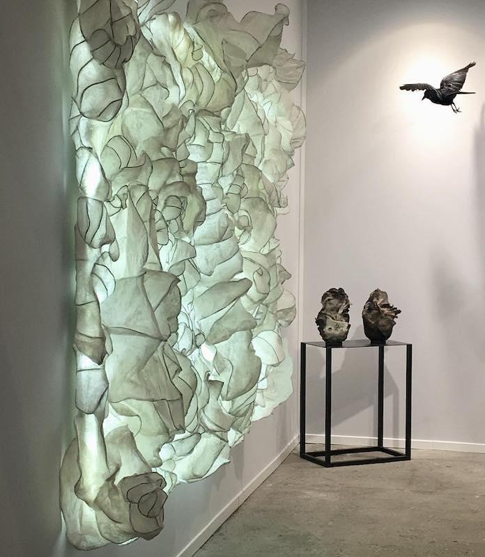 """Flo Arnold, Art Paris 2019  """"Histoire de Vie"""", Installation, papier Wenzhou papier ciré, armature en laiton gainé, Led 200 x 290 cm, 2019 © Loo & Lou Gallery"""