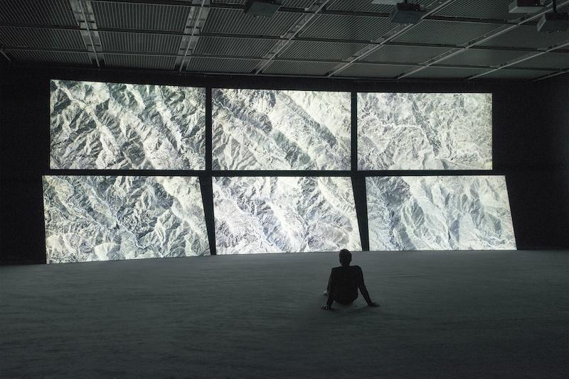 Martin Le Chevallier, Le faux bourdon, installation vidéo (9'40''), 2016.