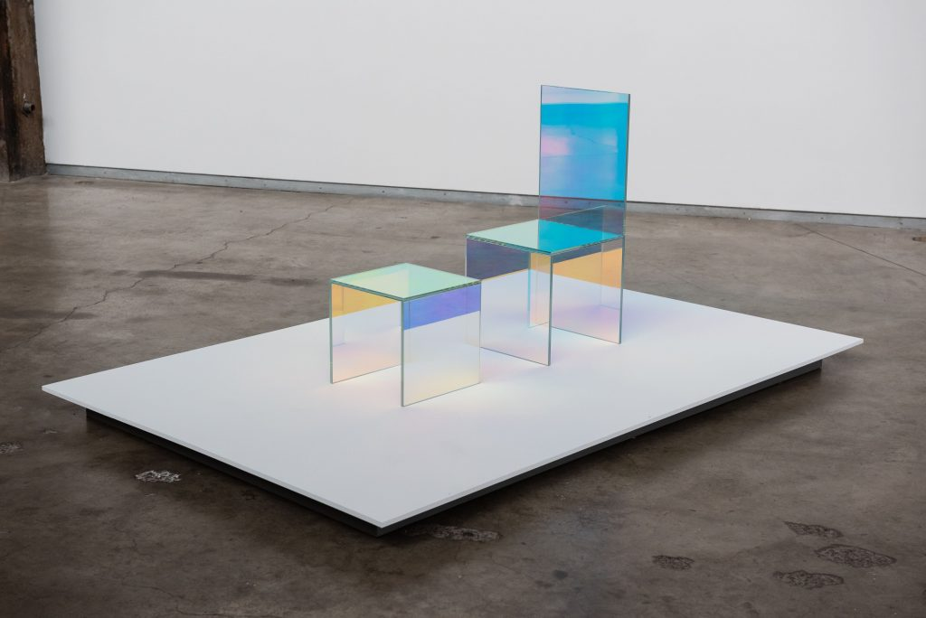 Vikky Alexander, Dichroic Chair & Table, 2020 © Maxime Boisvert