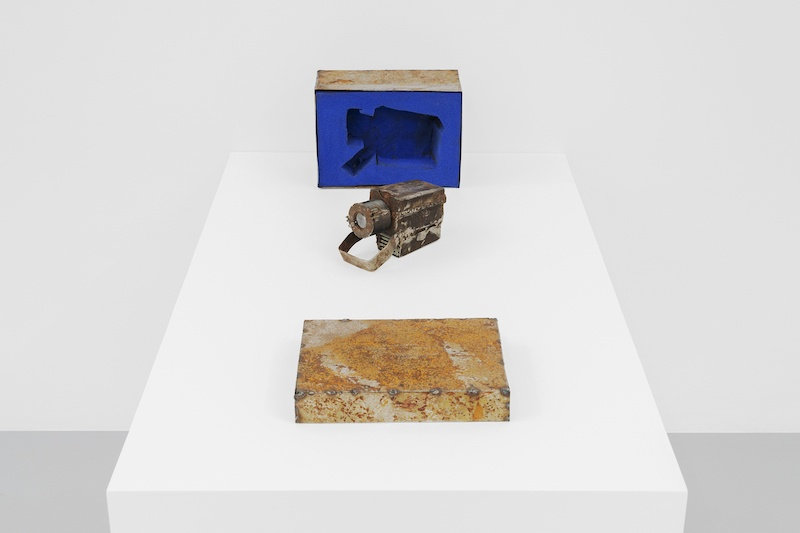 YONAMINE, Do it yourself, 2019 Metal box, foam and handmade projector, 75 x 22 x 16 cm courtesy Irène Laub Gallery, Photo by Hugard and Vanoverschelde