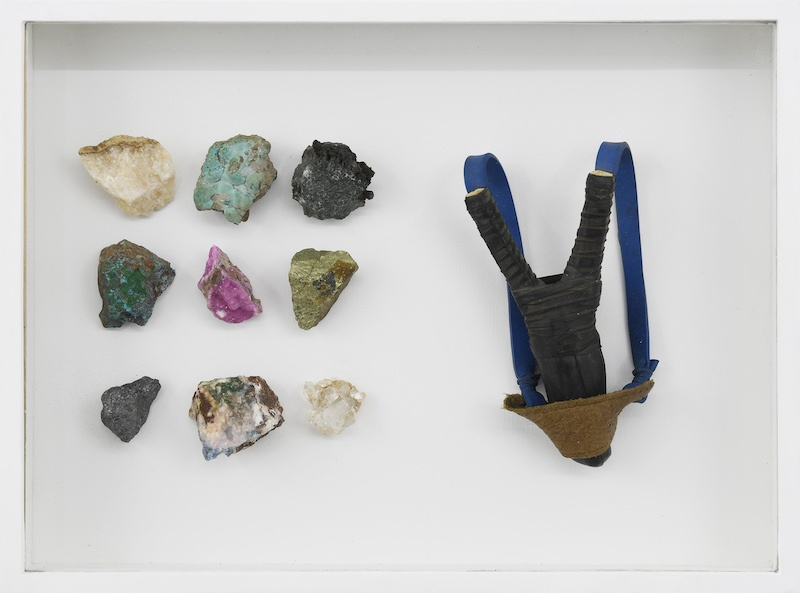 Younes Baba-Ali, Coffret de survie 1, 2020, Slingshot and raw minerals from Katanga, 30 x 40 x 6 cm Courtesy Irène Laub Gallery