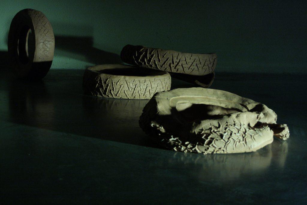 Juliette Feck, Rubber Palace (détail), 2013, faïence, Dimensions variables