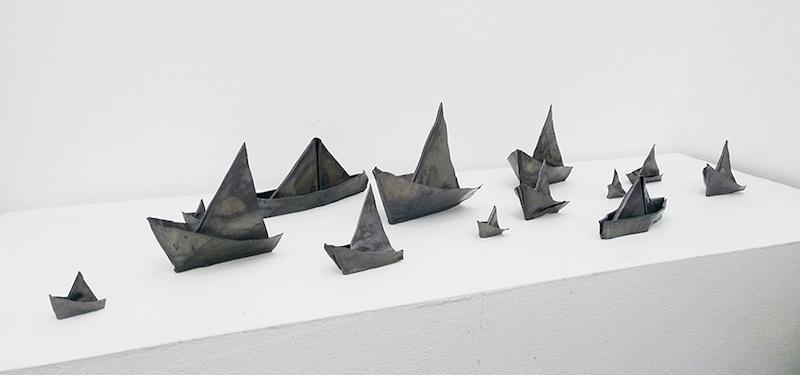 """Marie Havel et Clément Philippe, """"Toucher le fond"""", origamis de plomb, dimensions variables, pièces uniques, 2019"""