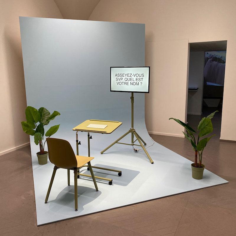 Lauren Lee Mc Carthy, Autocomplete, installation, vue de l'exposition Selphish