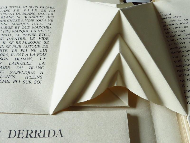 Jacques Derrida, Erradid, page pyramide