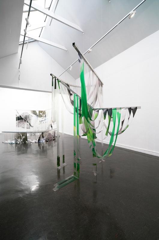 Marie Lelouche, « vous avez un nouveau souvenir »    ELIS, 2019, impression UV, aluminium, goupilles, 2 éléments de 260cm x 260cm x 230cm