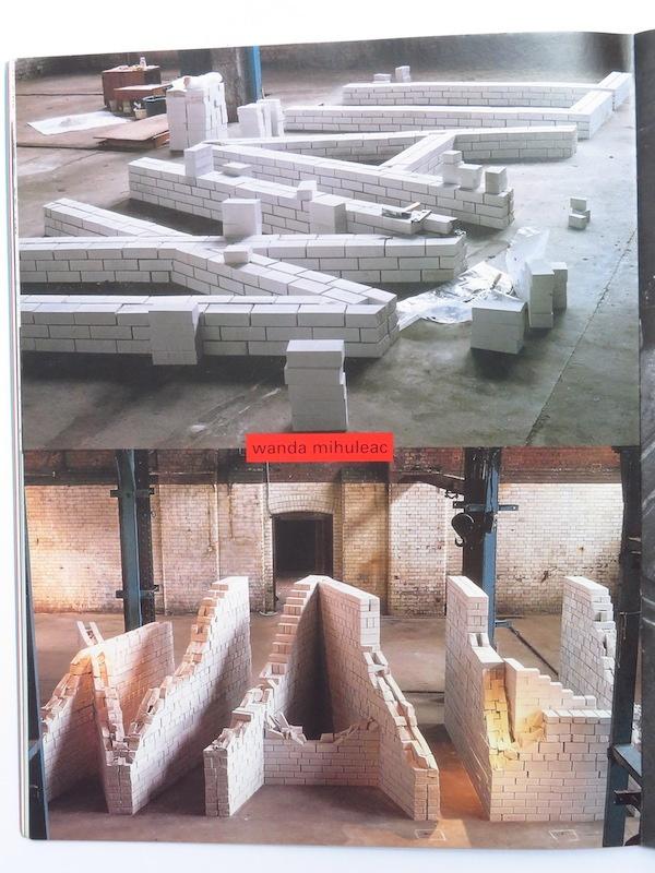 Wanda Mihuleac, Wall, installation tautologique de 1990 (oeuvre contextuelle  créée après la chute du mur de Berlin)