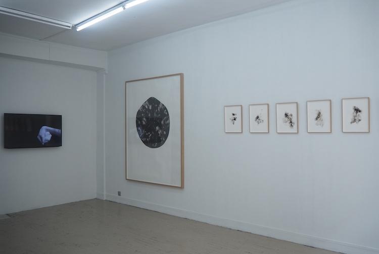 Exposition personnelle La signature des cendres de Jeanne Révay à découvrir à la Galerie Houg Paris
