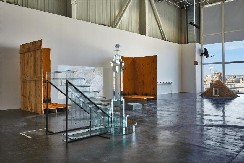 Vue de l'exposition SIGNAL_Espace(s) Réciproque(s), Friche la Belle de Mai, Marseille. Photo Jean-Christophe Lett