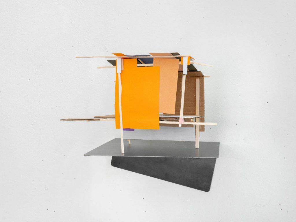 Mengzhi Zheng, Maquette abandonnée No 2, 2020, wood, cardboard, paper, 22 x 40 x 21 © Julien Gremaud