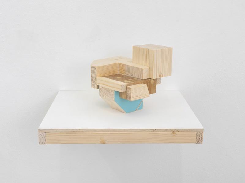 Mengzhi Zheng, Petites chutes No 9, 2020, assembly of various woods, 14 x 16 x 14 cm © Julien Gremaud