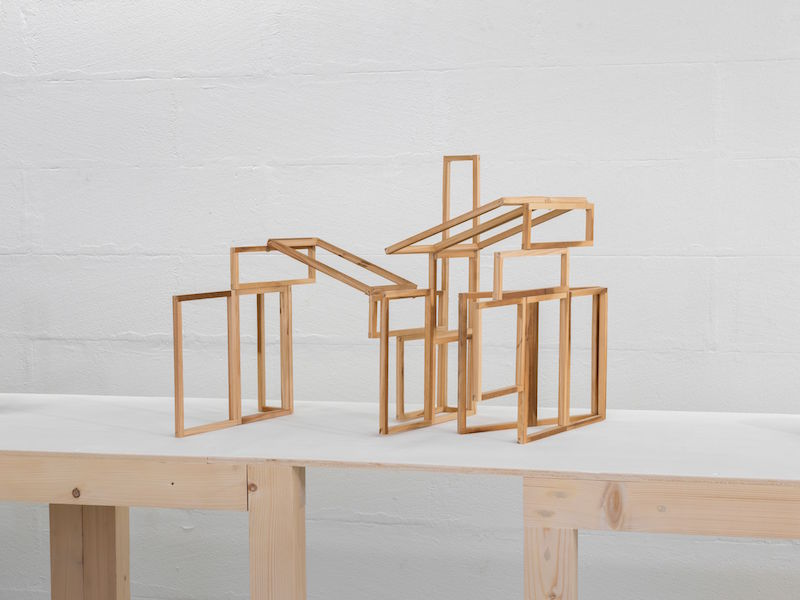 Mengzhi Zheng, Pli-Dépli B, 2020, wood, 39 x 42 x 46 cm © Julien Gremaud