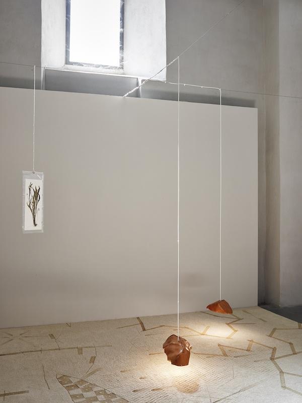 """Vue de l'exposition """"D'ailleurs, la vie ici"""", David de Tscharner, 2020, Centre d'art contemporain Les Capucins, Embrun ©f.deladerriereVue de l'exposition """"D'ailleurs, la vie ici"""", David de Tscharner, 2020, Centre d'art contemporain Les Capucins, Embrun ©f.deladerriere"""