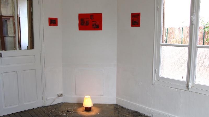 Dynamiques du Contre Anne Bravy, Sans Titre, impressions sur papier glacé rouge, 32 x 45 cm, 2020