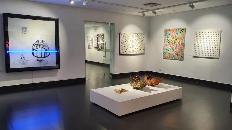 Vue de l'exposition La Vague Blanche : 20 ans d'art contemporain marocain, galerie 38, Casablanca jusqu'au 08 novembre 2020