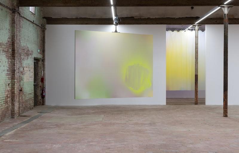 Vue de l'exposition de Bruno Peinado Briller et disparaître / Le spectacle d'un feu au SHED, 2020. © Marc Domage.