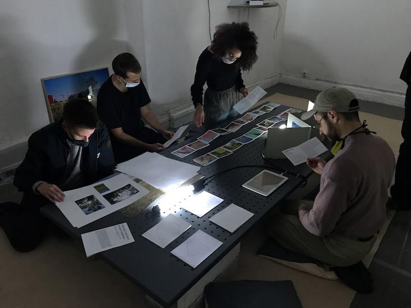 """Vue de l'exposition de """"Caresser nos lieux et leurs histoires"""" avec Flora Hommand et Vincent Dalbera au 24 Pantin. Octobre 2020."""