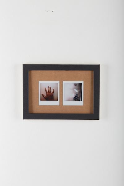 Nicolas Degrange, La peinture éternelle {#4} photographie instantanée contre-collée sur carton épais, cadre aluminium entoilé, peinture acrylique, 28 x 20 cm - 2020. crédit photo : Ayka Lux