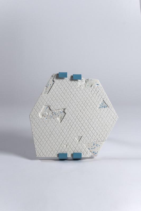 Lucie Douriaud, précipitations 2019 - 2020 Plâtre et plastique broyé, métal peint, gravure Installation dimensions variables (35 x 35 x 5 cm par sculpture)