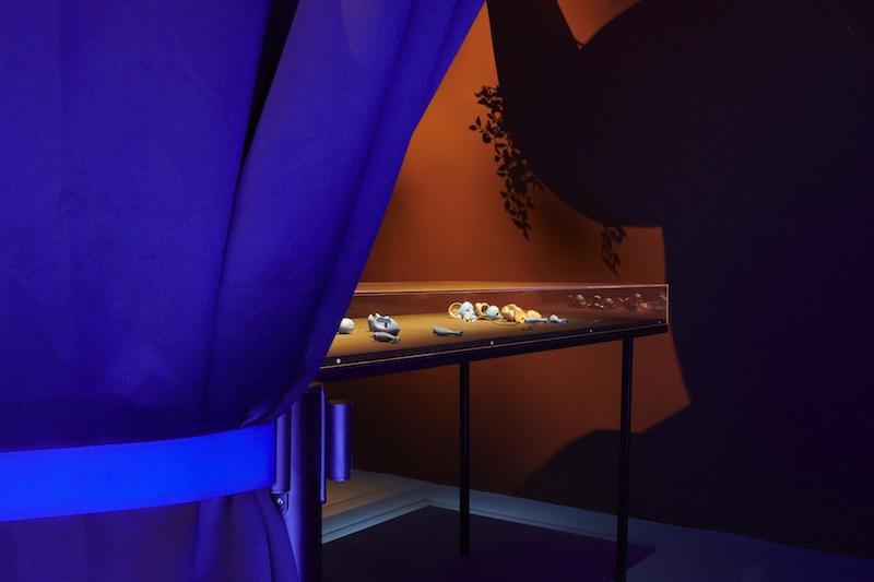 Giulia Essyad, vue d'exposition A Selene Blues, Fri Art Kunsthalle, 2020. Photo Guillaume Python. Courtesy Fri Art Kunsthalle