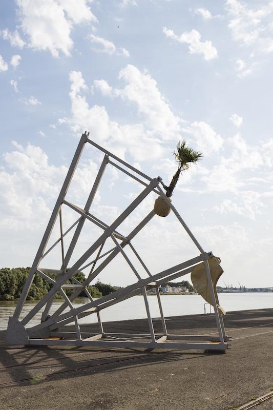 Boris Chouvellon, La part manquante de la part manquante – 2017 - Béton armé, métal, palmiers, godets de pelleteuse, se l- (18 m x 20 m x 20 m) - Le voyage à Nantes