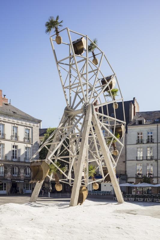 Boris chouvellon, La part manquante – 2017 - Béton armé, métal, palmiers, godets de pelleteuse, se l- (18 m x 20 m x 20 m) - Le voyage à Nantes