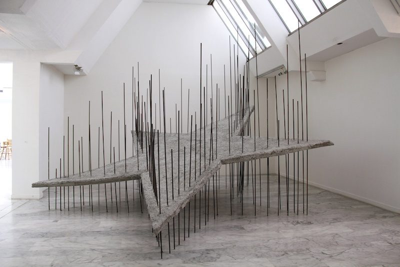 Boris Chouvellon, Ma ruine avant la vôtre – 2011- béton, fer à béton, treillis métal. 450 x 450 x 450 cm (Musée d'Art Contemporain de Marseille, 2011)