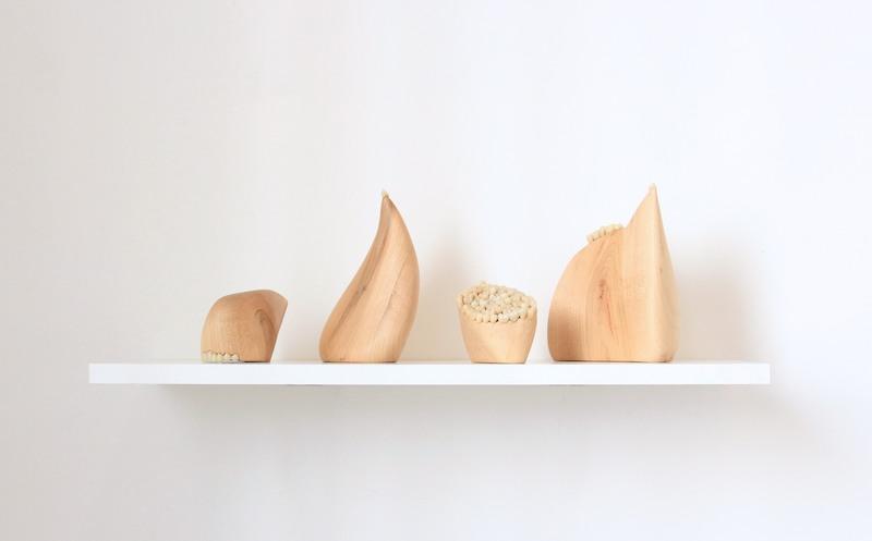 Lélia Demoisy, Dentine, 2019   Céramique et bois de prunus