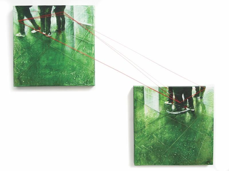 Sunmi Kim, Coexistences chancellantes 2, 2013, Techniques mixtes - poudre de marbre et pigments, fils et fils élastiques rouges sur toile, 60 x 60cm, Diptyque, dimensions variables. Photo Gwen Le Bras