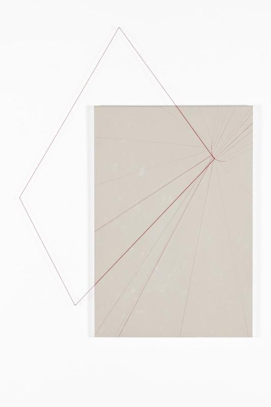 Sunmi Kim, Echelle de Jacob Rouge V, 2016, Techniques mixtes - poudre de marbre, pigments, fils et fils élastiques sur toile, 75 x 50m, Dimensions variables Photo Gwen Le Bras