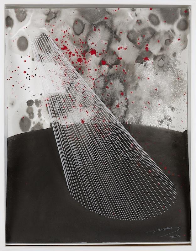 Sunmi Kim, Refuge intérieur I, 2011, Techniques mixtes - encre de Chine, pigments et fils sur papier, 64 x 50 x 10 cm Photo Gwen Le Bras